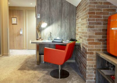 Label_Habitat_Hôtel_Méribel_Bureau_Chambre_Style_Sixties_Espace_Bureau