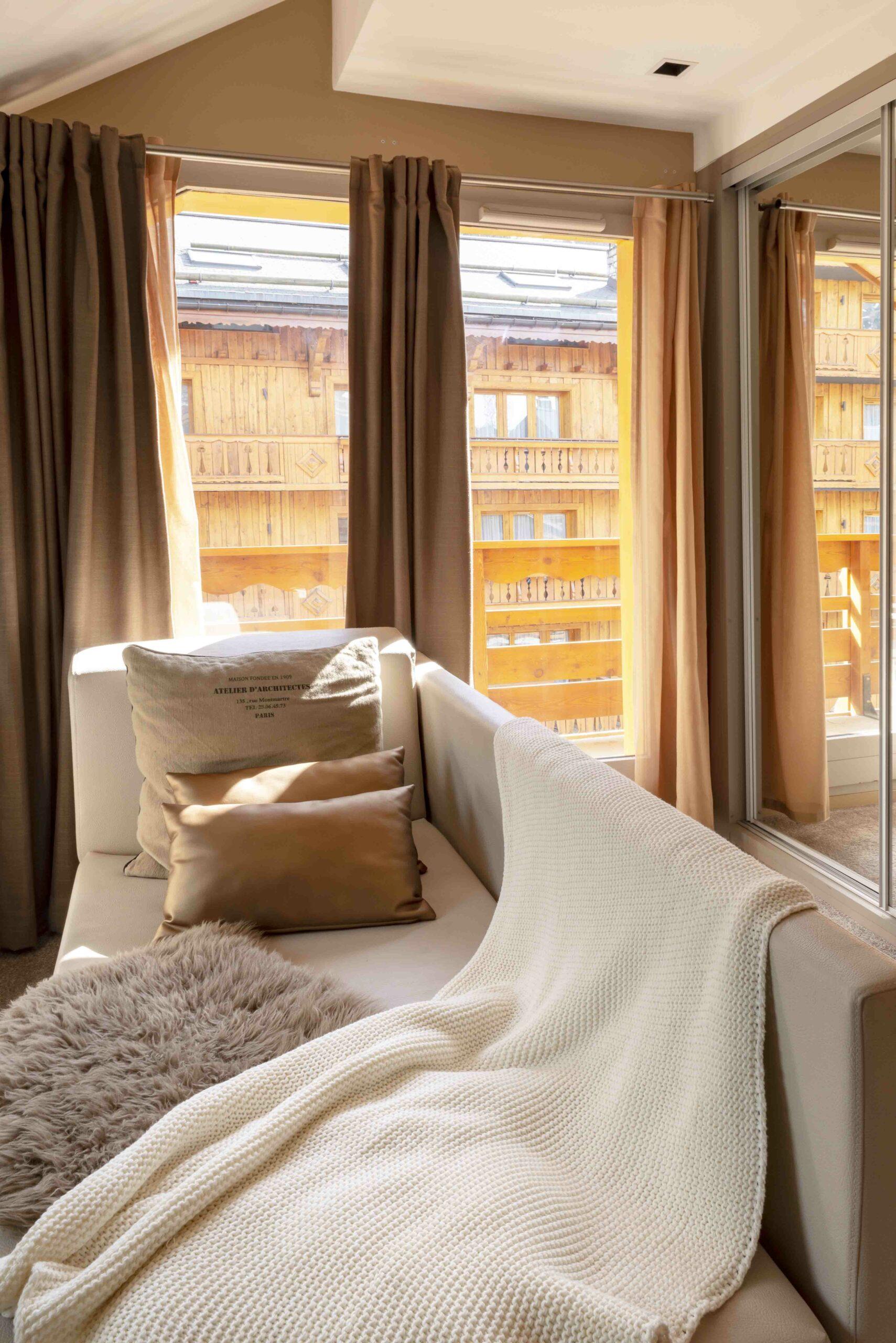 Label_Habitat_Hôtel_Méribel_Suite_de_Luxe_Salon_Vue_Terrasse