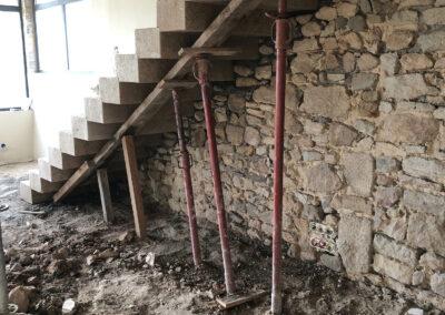 Label_Habitat_Chambre_Hôtes_Montpeyroux_Travaux_Sous_Escalier